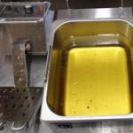 電気フライヤーの内鍋部分は取り外せるので油の処理が簡単