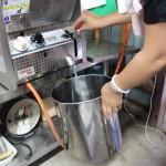 ガスフライヤー:油の処理方法